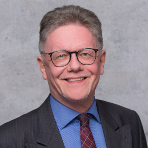 Dr. Rolf Theißen